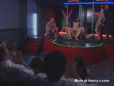 tini megtanulja, hogyan kell szexelni